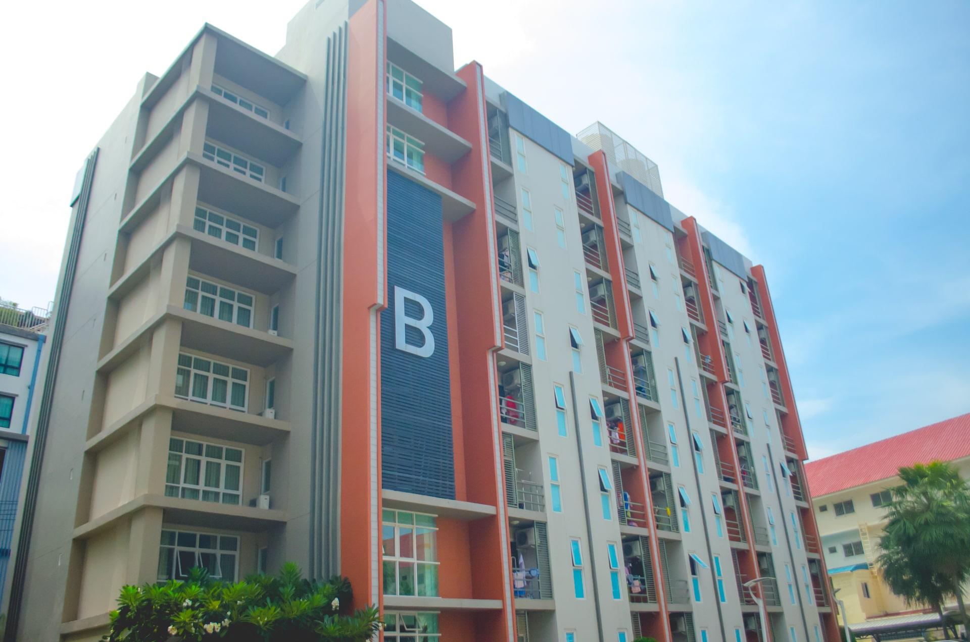 รีวิว!! 5 ที่พักใกล้มหาวิทยาลัยบูรพา เดินไปมอได้ เริ่มต้นแค่ 800 บาท!