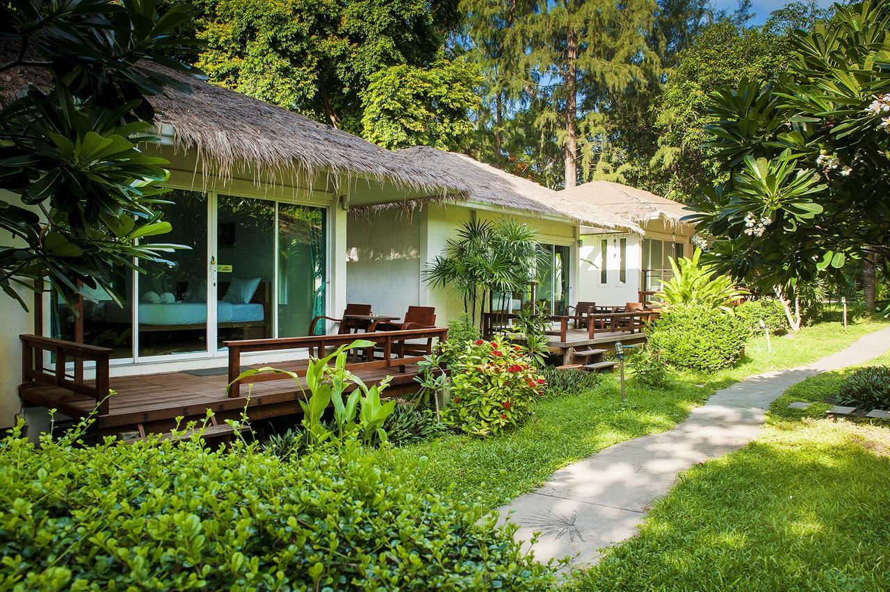 รีวิว!! 10 ที่พักเกาะเสม็ดติดทะเล ราคาถูก เริ่มต้นแค่คืนละ 850 บาท!