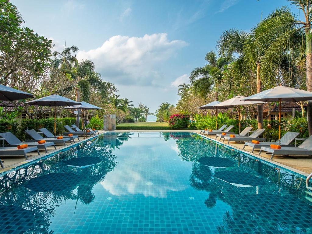 รีวิว!! 10 ที่พักระยอง มีสระว่ายน้ำสวย ๆ ใกล้ทะเล เริ่มต้น 1,000 บาท!
