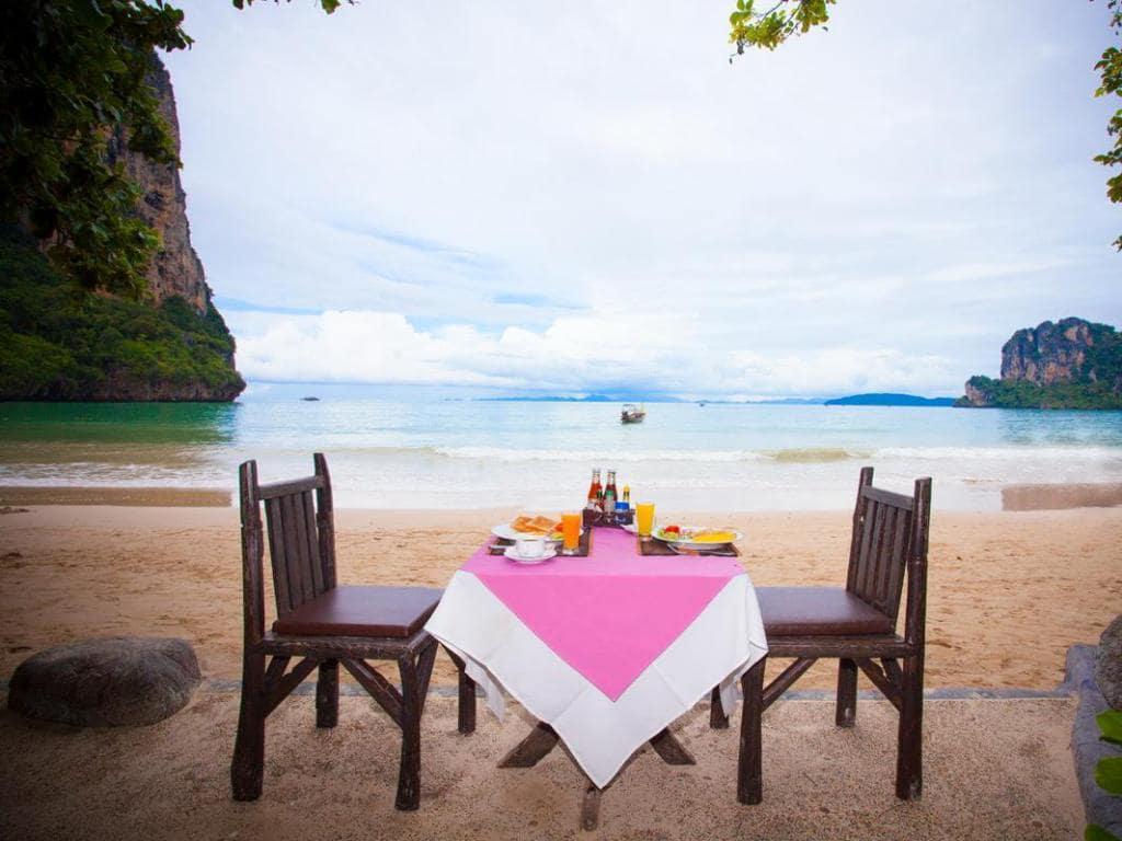รีวิว!! 10 ที่พักหาดไร่เลย์ วิวสวย ราคาถูก เริ่มต้นแค่ 435 บาท/คืน!