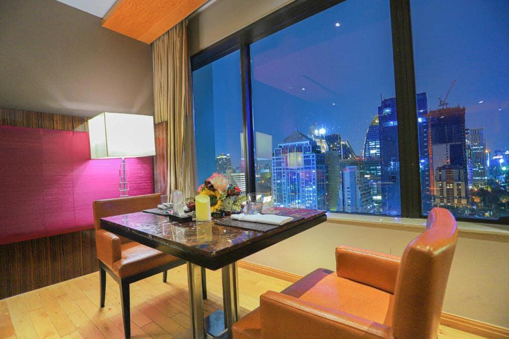 รีวิว!! 12 ที่พักกรุงเทพ มีวิวเมืองสวยๆ จากห้องพัก เริ่มต้น 556 บาท/คืน!