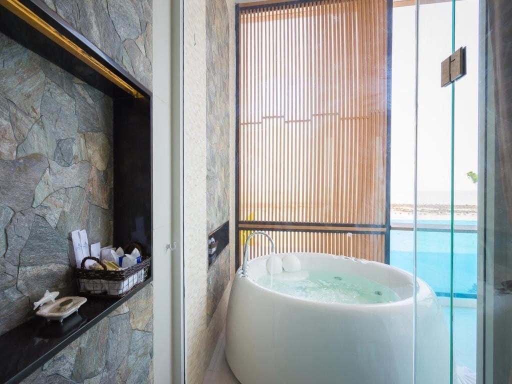 รีวิว!! 9 ที่พักมีอ่างจากุซซี่สวย ๆ ในชลบุรี พัทยา บางแสน พร้อมวิวทะเล!