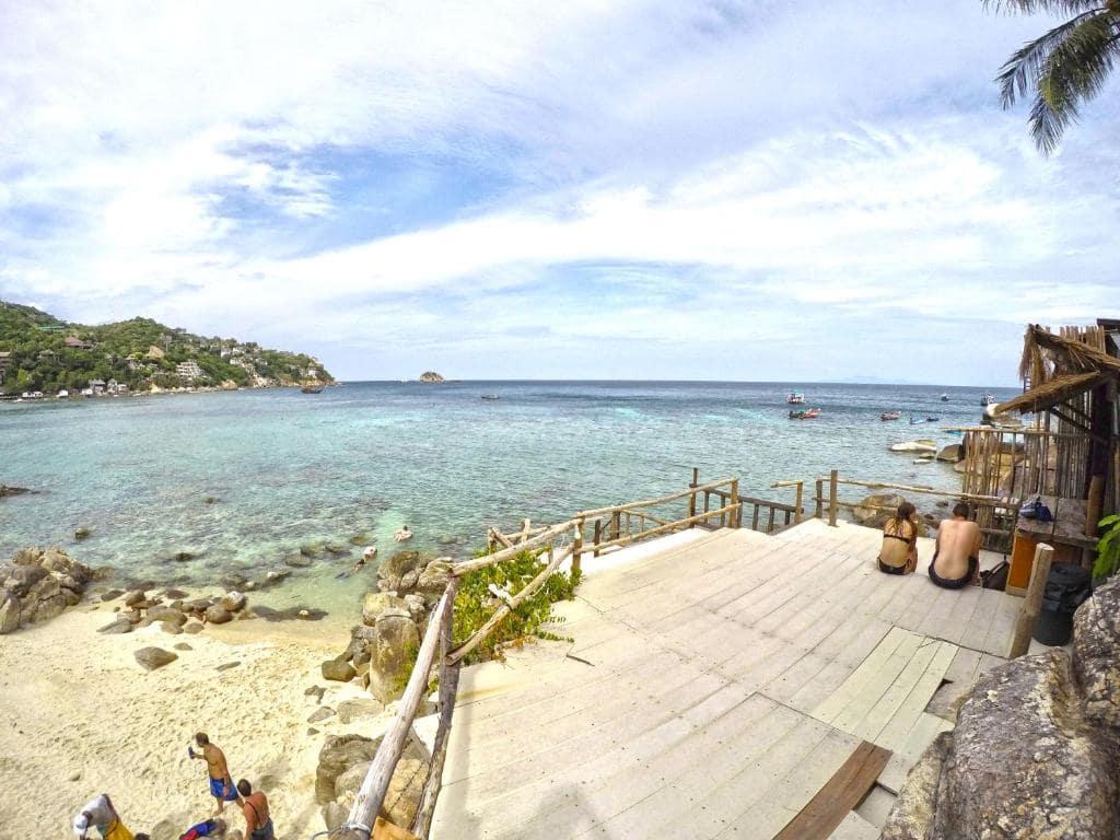 10 ที่พักเกาะเต่าติดทะเล มีชายหาดส่วนตัว เริ่มต้นแค่คืนละพันนิดๆ!